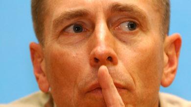 Photo of Calling General Petraeus