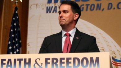 Photo of Scott Walker Becomes Second Candidate to Call It Quits for 2016