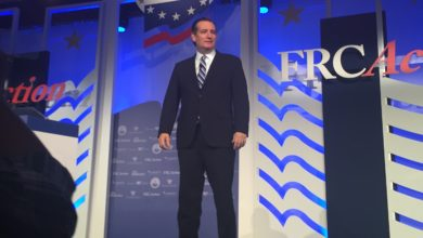 "Photo of Ted Cruz at Value Voters Summit: ""When Conservatives Unite, We Win"""