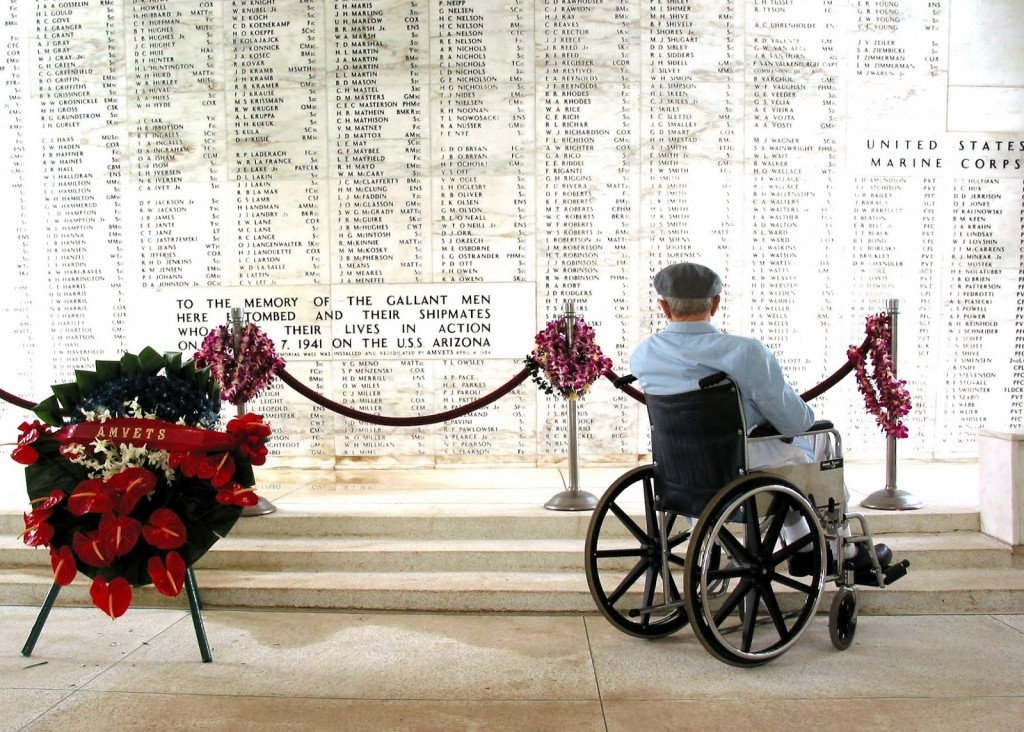 US_Navy_040120-N-0879R-009_Pearl_Harbor_survivor_Bill_Johnson_stares_at_the_list_of_names_inscribed_in_the_USS_Arizona_Memorial
