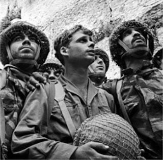 paratrooper-1967-six-day-war-western-wall