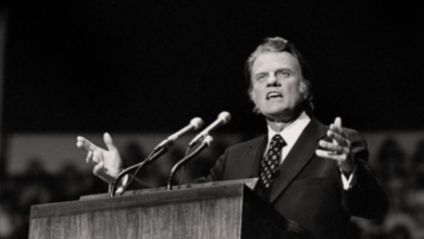 """Photo of Billy Graham's Major Message To The World: """"God Loves You."""""""